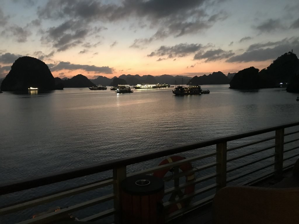 Coucher de soleil dans la Baie d'Halong