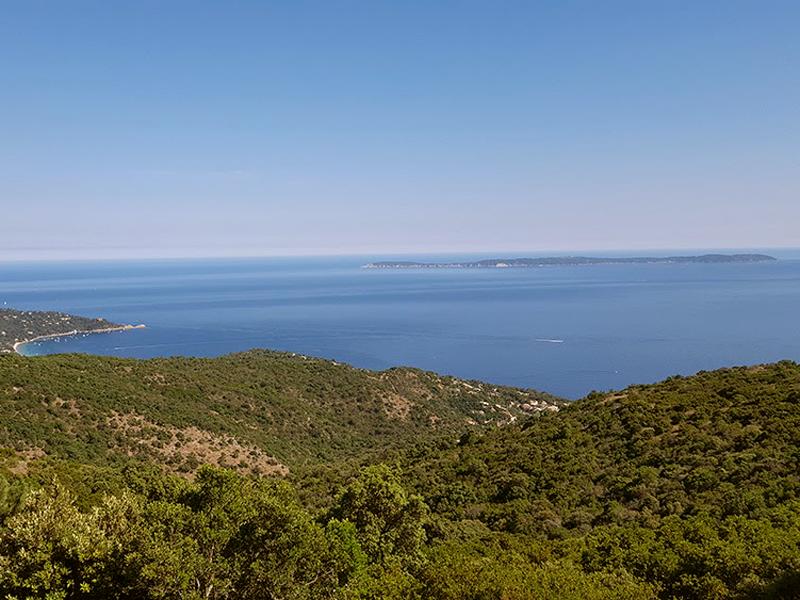 Et au loin, les Îles d'Or ...